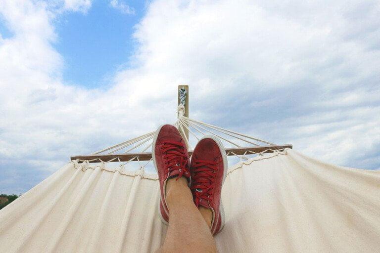 Bild från en hängmatta på två ben och en himmel